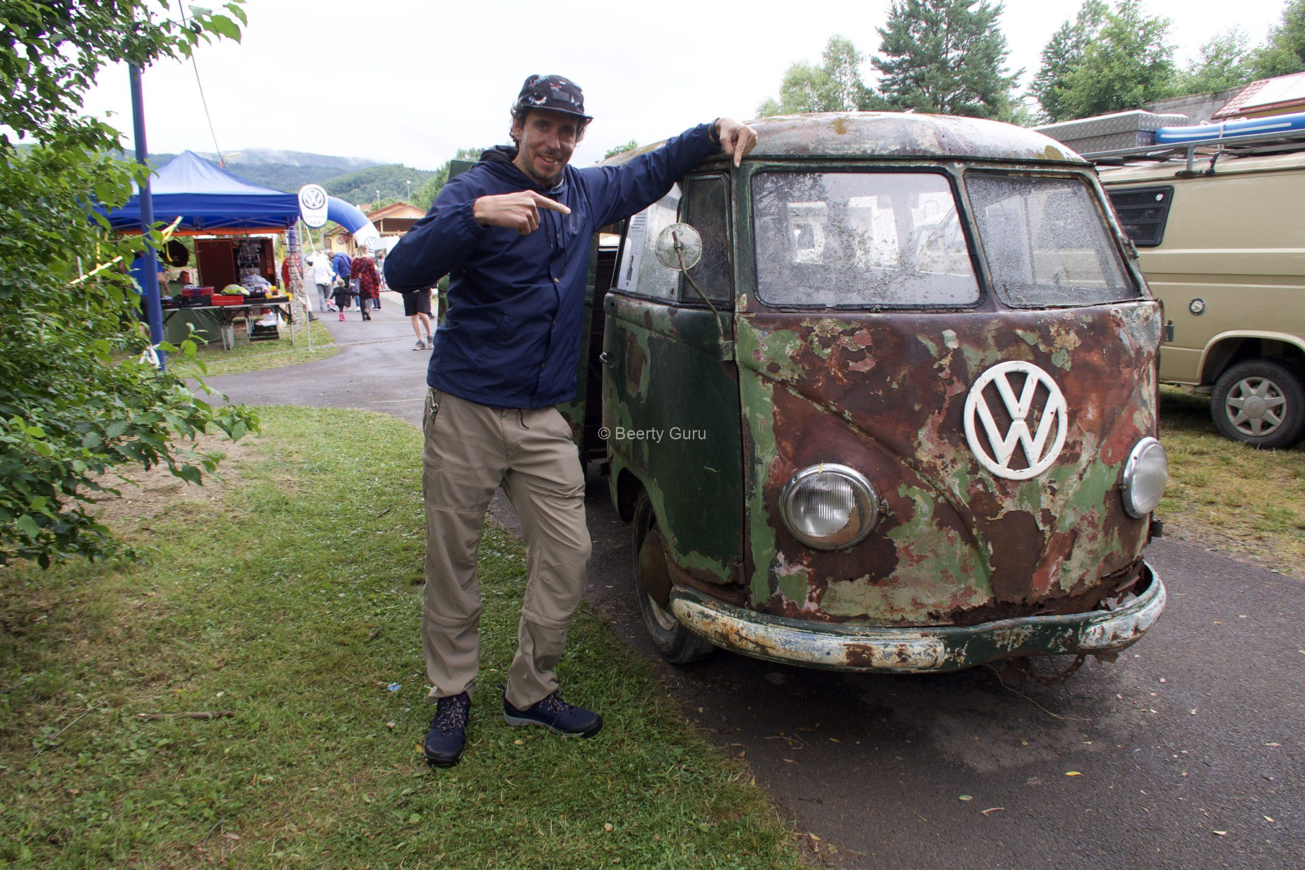 VW Bus zraz Nová Baňa