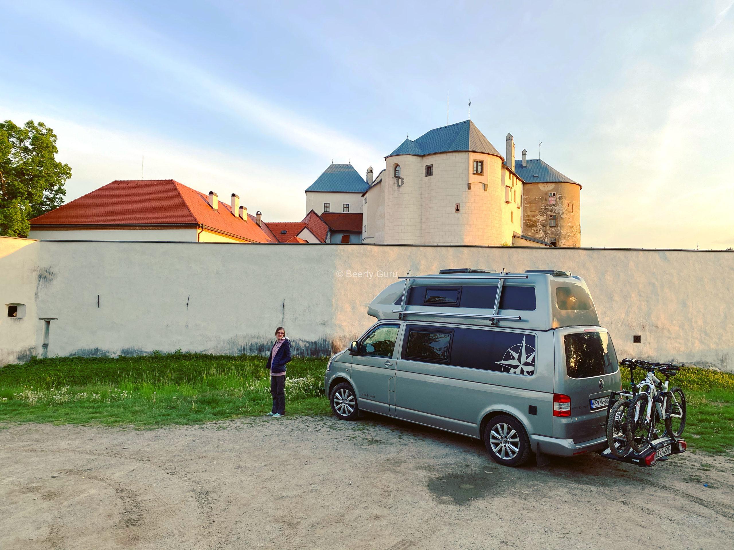 Prespanie v karavane alebo dodávke mimo kempu na Slovensku